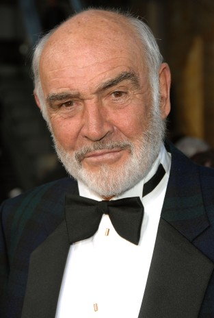 HOLLYWOOD - JUNE 07: Actor Sean Connery arrives to the 35th AFI Life Achievement Award tribute to Al Pacino held at the Kodak Theatre on June 7, 2007 in Hollywood, California. (Photo by Stephen Shugerman/Getty Images for AFI)
